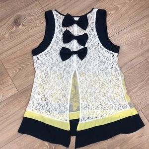 Rye Boutique tank with lace & bows size medium